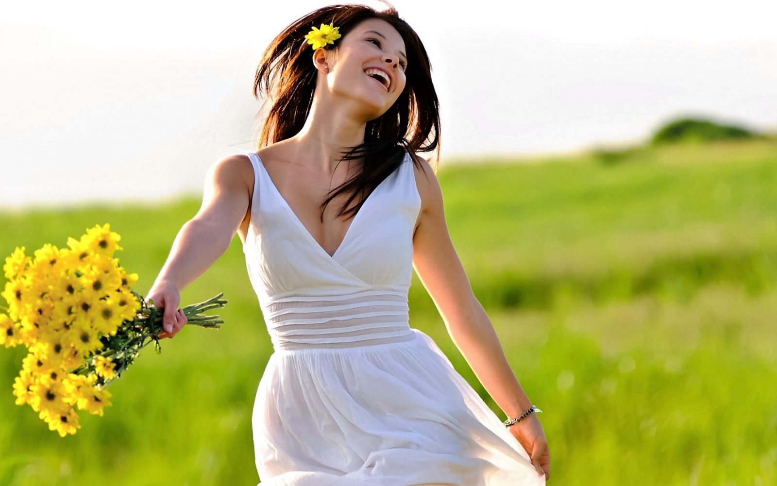 Beautiful-girl-so-happy-with-smile.jpg