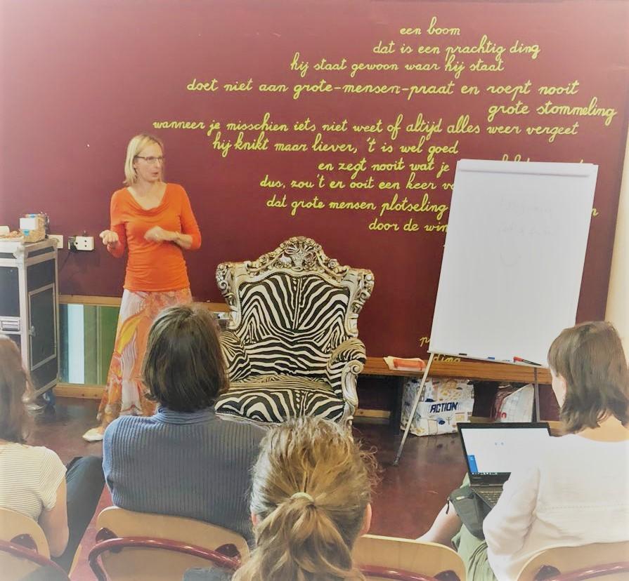 Dr. Anke Weber houdt sprankelende en informatieve lezing in de Montessorischool Oegstgeest