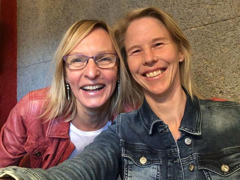 Foto van Studio Alphen moderator Sandra Brandt en Anke Weber Smit